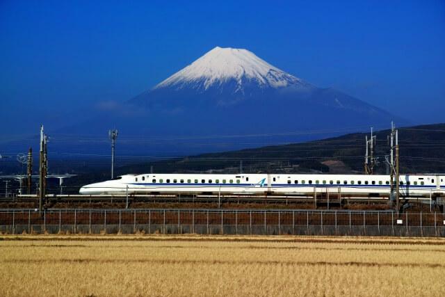 年賀状に富士山のイラストや写真を選ぶ~手書きとは思えない絵は必見!